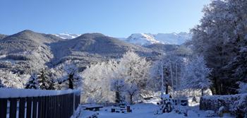 Vue hiver du camping les 7 laux sur la montagne en isere