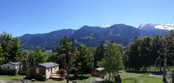 Vue ete du camping les 7 laux sur la montagne en isere